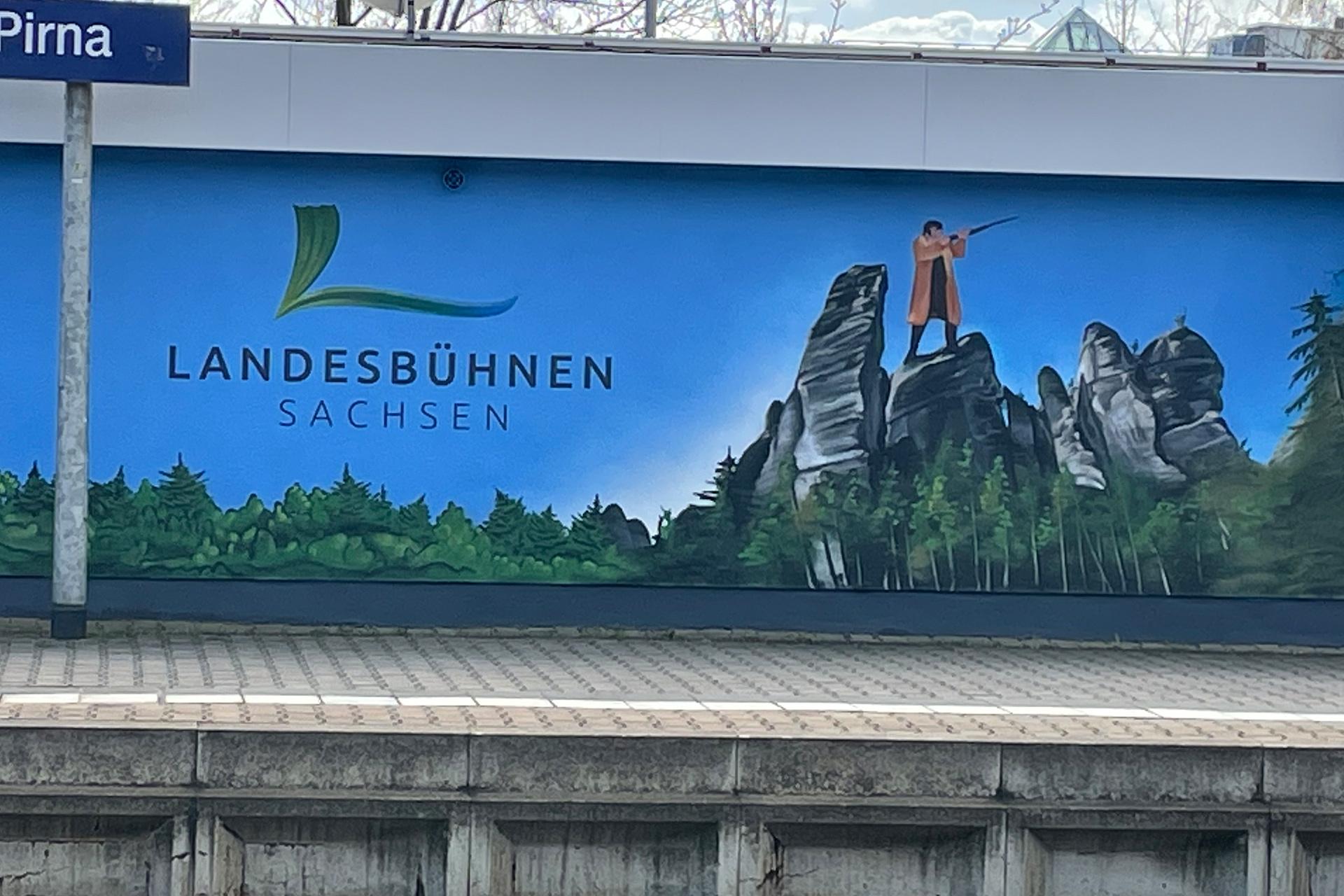 Landesbühnen Sachsen - Fassade am Pirnaer Bahnhof - Felsenbühne Rathen - Der Freischütz
